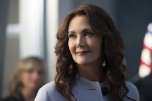 "Supergirl -- ""Welcome to Earth"" -- Image SPG203c_0249 -- Pictured: Lynda Carter as President Olivia Marsdin -- Photo: Diyah Pera/The CW -- © 2016 The CW Network, LLC. All Rights Reserved"