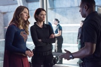 "Supergirl -- ""Survivors"" -- Image SPG204c_0033 -- Pictured (L-R): Melissa Benoist as Kara/Supergirl, Chyler Leigh as Alex Danvers, and David Harewood as Hank Henshaw - Photo: Dean Buscher/The CW -- © 2016 The CW Network, LLC. All Rights Reserved"