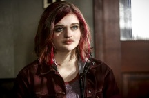 """The Flash -- """"Magenta"""" -- Image: FLA303b_0117b.jpg -- Pictured: Joey King as Frankie Kane -- Photo: Bettina Strauss/The CW -- © 2016 The CW Network, LLC. All rights reserved."""