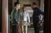 """The Flash -- """"Magenta"""" -- Image: FLA303b_0078b.jpg -- Pictured (L-R): Grant Gustin as Barry Allen, Tom Felton as Julian Albert and Jesse L. Martin as Detective Joe West -- Photo: Bettina Strauss/The CW -- © 2016 The CW Network, LLC. All rights reserved."""
