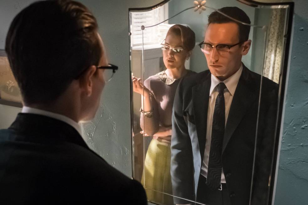 GOTHAM: L-R:  Guest star Chelsea Spack and Cory Michael Smith in the ÒMad City: Red QueenÓ episode of GOTHAM airing ÒMad City: Blood RushÓ episode of GOTHAM airing Monday, Nov. 7 (8:00-9:01 PM ET/PT) on FOX. Cr: Jeff Neumann/FOX.