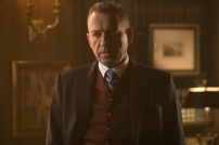 GOTHAM: Sean Pertwee in the ÒMad City: Smile Like You Mean ItÓ episode of GOTHAM airing Monday, Jan. 23 (8:00-9:01 PM ET/PT) on FOX. Cr: Jessica Miglio/FOX.