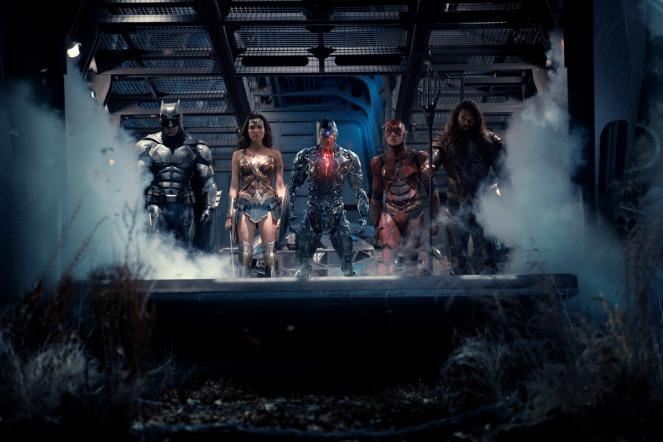 Batman (Ben Affleck), Wonder Woman (Gal Gadot), Cyborg (Ray Fisher), the Flash (Ezra Miller) and Aquaman (Jason Momoa) form the supergroup of 'Justice League.' (Photo: Warner Bros.)