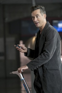 """The Flash -- """"Borrowing Problems from the Future"""" -- Image FLA310b_0114b.jpg -- Pictured: Tom Cavanagh as Harrison Wells -- Photo: Katie Yu/The CW -- © 2016 The CW Network, LLC. All rights reserved."""