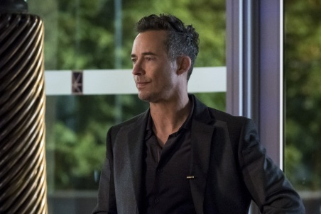 """The Flash -- """"Borrowing Problems from the Future"""" -- Image FLA310b_0251b.jpg -- Pictured: Tom Cavanagh as Harrison Wells -- Photo: Katie Yu/The CW -- © 2016 The CW Network, LLC. All rights reserved."""
