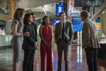 """The Flash -- """"Borrowing Problems from the Future"""" -- Image FLA310b_0313b.jpg -- Pictured (L-R): Danielle Panabaker as Caitlin Snow, Carlos Valdes as Cisco Ramon, Keiynan Lonsdale as Wally West, Candice Patton as Iris West, Grant Gustin as Barry Allen and Tom Felton as Julian Albert -- Photo: Katie Yu/The CW -- © 2016 The CW Network, LLC. All rights reserved."""