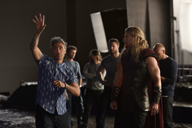 Thor: Ragnarok - (L-R) Director Taika Waititi and Chris Hemsworth. Photo by: Jasin Boland. ©2016 Marvel Studios.